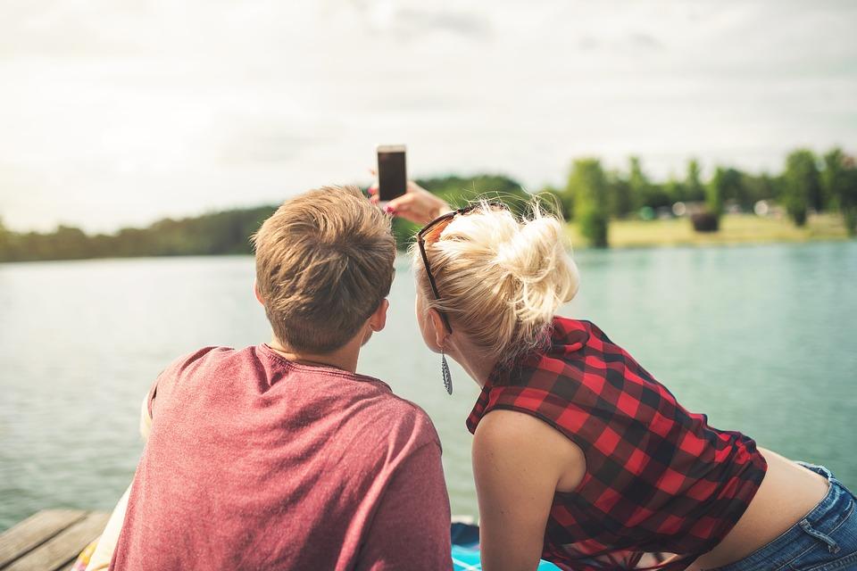 Spontan ein heißes Date finden? Mobile Dating macht's möglich.